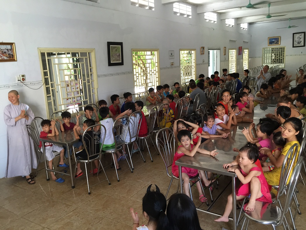 Charitable donation trip of the MDI's Trade Union at the DUc Son pagoda - Hue city