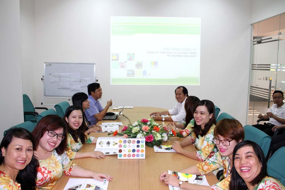 Văn phòng Hồ Chí Minh chụp ảnh lưu niệm nhân dịp Kỷ niệm 15 năm thành lập Công ty