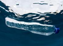 Nhựa có bị ăn mòn không?